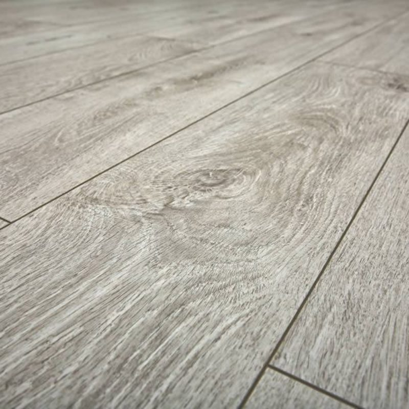 https://rodgerscarpets.co.uk/wp-content/uploads/2018/06/LVT-flooring-800x800.jpg